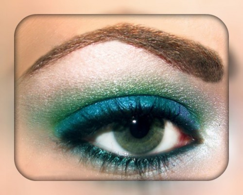 Синий макияж для зеленых глаз