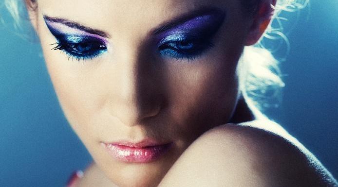 Синий макияж для разных цветов глаз